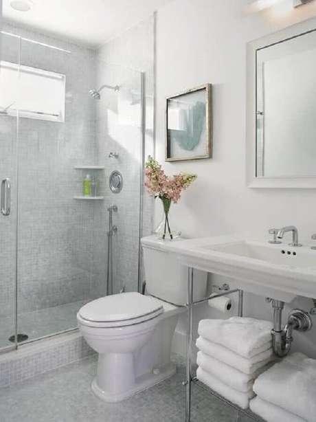 33. Os modelos de banheiro com decoração estilo retrô são super charmosos