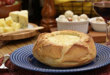 Creme de queijos no pão italiano