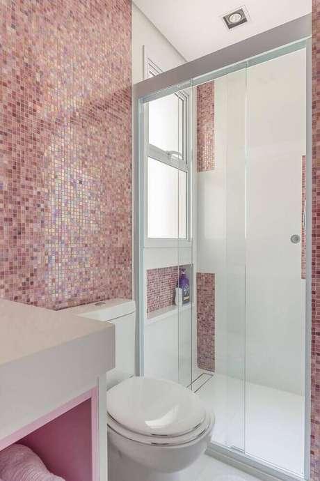 12. Decoração delicada em modelo de banheiro com pastilha