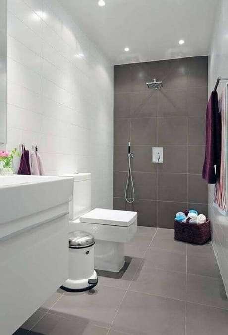 47. Modelo de banheiro simples e minimalista
