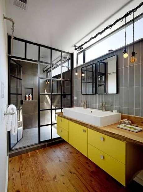 42. Alguns modelos de banheiro mesclam detalhes modernos e outros rústicos