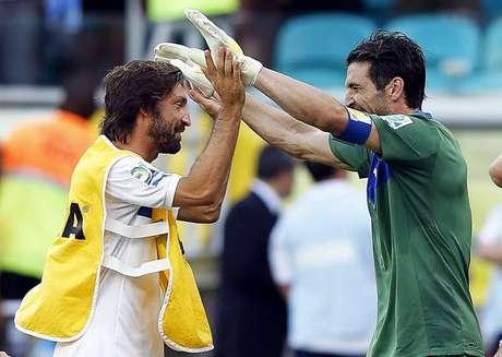 Pirlo defende Buffon e diz que 'ficaria furioso' com pênalti