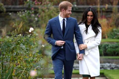 Príncipe Harry, do Reino Unido, posa para fotos com noiva Meghan Markle, em Londres 27/11/2017 REUTERS/Toby Melville