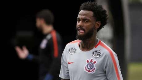 Renê Junior em treino no Corinthians - volante agora é titular
