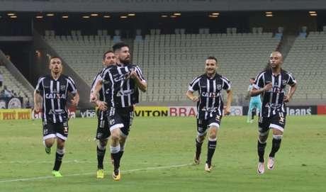 Com tranquilidade, Santos bate Ceará na estreia do Campeonato Brasileiro