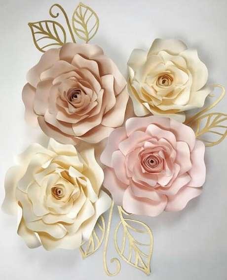 20. Decoração com flores de papel sofisticada
