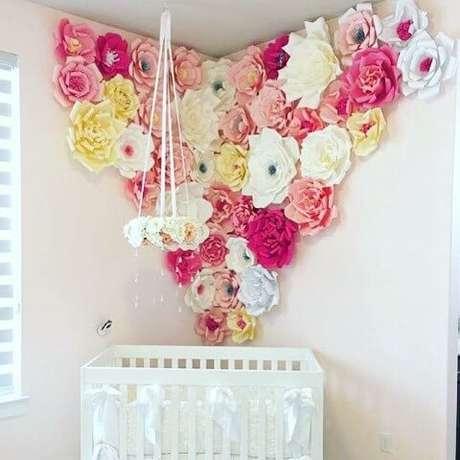 21. Flores de papel no quarto de bebê