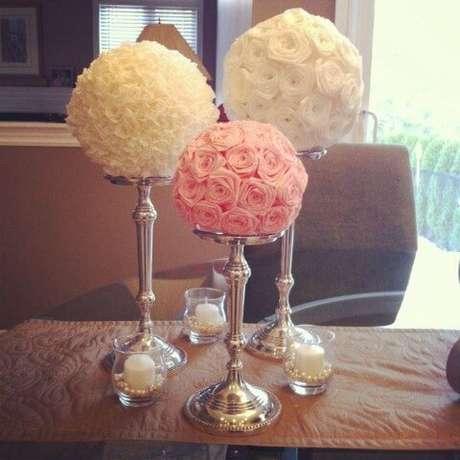 15. Centros de mesa com flores de papel