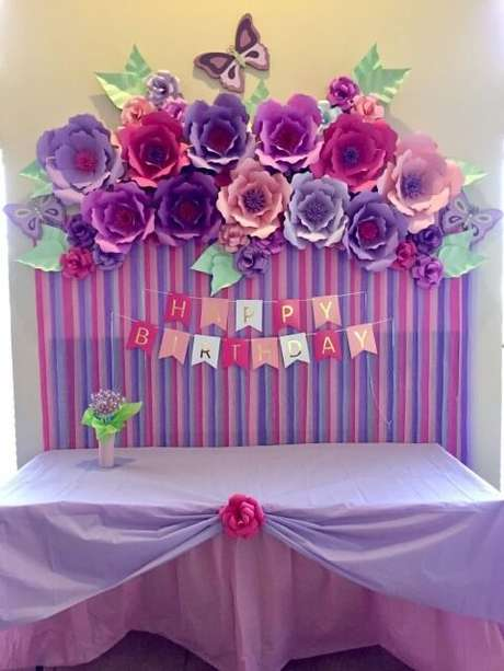 12. Flores na paleta de cores da festa