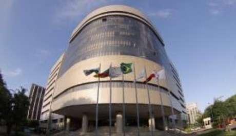 Em novembro do ano passado, Cunha teve a condenação mantida pelo Tribunal Regional Federal da 4ª Região (TRF-4), o Tribunal da Lava Jato, que, no entanto reduziu a pena para 14 anos e 6 meses de reclusão