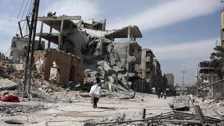 Goutha Oriental, subúrbio de Damasco, ficou devastada após três anos de bombardeios
