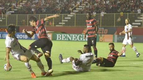 Flamengo e Vitória empataram no Barradão (Foto: Walmir Cirne;Coofiav)