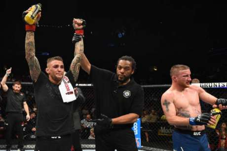 Dustin Poirier levou a melhor sobre Justin Gaethje na luta principal do UFC Glendale, nos EUA (Foto: Getty Images)