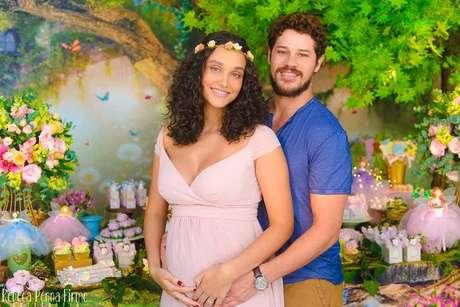 Bella Loreto é a primeira filha de Débora Nascimento e José Loreto