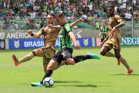 Lance durante a partida entre América-MG e Sport, válida pelo Campeonato Brasileiro 2018, no Estádio Independência, em Belo Horizonte (MG), neste domingo (15).