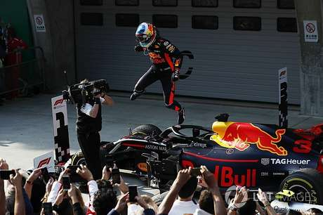 Ricciardo aproveita estratégia perfeita e brilha na China