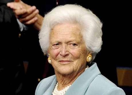Ex-primeira-dama Barbara Bush abandona tratamento médico