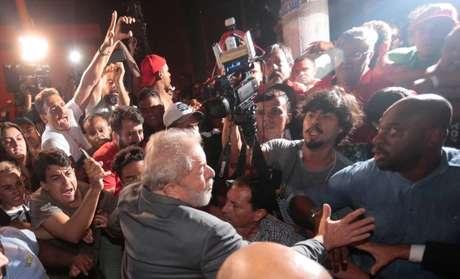 Lula deixa sindicato em São Bernardo do Campo para se entregar à polícia  7/4/2018   REUTERS/Leonardo Benassatto
