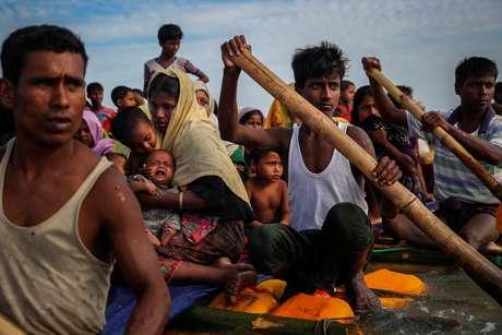 Foto premiada com o Pulitzer de refugiados rohingya a caminho de Bangladesh   12/11/2017    REUTERS/Mohammad Ponir Hossain