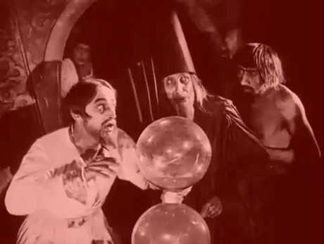 Frame de cena do segmento Ivan, O Terrível, do filme Figuras de Cera