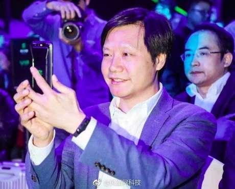 CEO da empresa apareceu com gadget no evento de lançamento de novo smartphone (Foto: My Drivers)