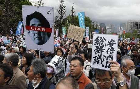 Escândalo derruba popularidade de primeiro-ministro do Japão