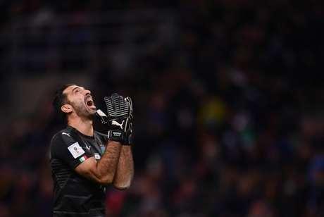 Buffon anunciou aposentadoria para o fim da temporada (Foto: MARCO BERTORELLO / AFP)