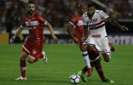 Júnior Tavares possui características ofensivas e já jogou sob o comando de Diego Aguirre