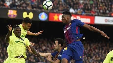 Mina atuou em apenas duas partidas oficiais pelo Barcelona (Foto: AFP)