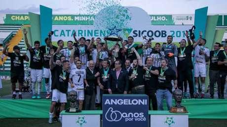 Figueirense firma parceria para proporcionar mais benefícios ao torcedor do clube (Foto: Liamara Polli/AGIF)