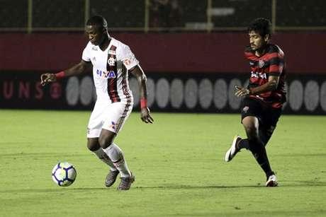 Vinicius Júnior em ação contra o Vitória: camisa 20 foi um dos melhores do Flamengo (Foto: Staff Images / Flamengo)