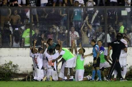 Jogadores do Vasco celebram virada sobre o Atlético-MG (Foto: Paulo Fernandes/Vasco.com.br)