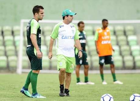 Enderson Moreira comandou o primeiro treino da preparação da equipe para a partida contra o Flamengo, no próximo sábado (Foto: Divulgação América-MG)