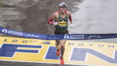 Atleta amador já bateu o recorde mundial da meia maratona entre pessoas que correm fantasiadas (Foto: AFP)
