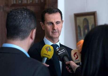 França revogará condecoração dada a Assad em 2001