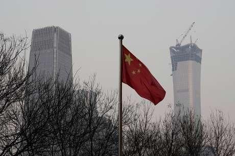 Bandeira da China é vista em área comercial de Pequim 14/12/2017 REUTERS/Jason Lee