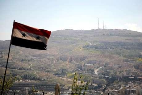 Bandeira da Síria é vista em Damasco 07/04/2017 REUTERS/Omar Sanadiki