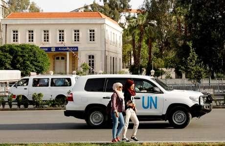Veículo da ONU levando integrantes da Organização para Proibição das Arms Químicas (Opaq) em Damasco 17/04/2018 REUTERS/Omar Sanadiki