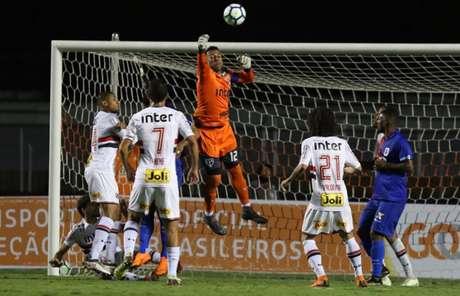 Capitão do São Paulo, o goleiro Sidão não sofreu gols diante de São Caetano, Corinthians e Paraná. Todos os jogos, sob o comando de Aguirre (Rubens Chiri/saopaulofc.net)