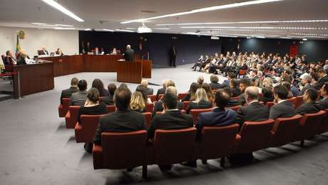 A sessão da Primeira Turma do STF na qual Aécio virou réu ocorreu nesta terça