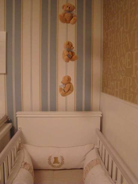 40. Decoração com dois modelos de papel de parede para quarto de bebê masculino