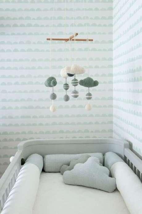 43. Decoração com papel de parede para quarto de bebê com estampa neutra