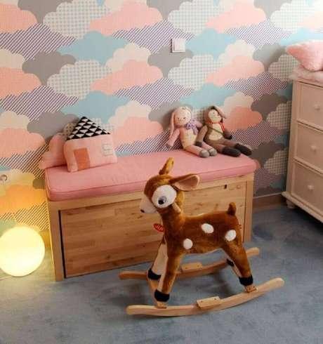 44. Linda inspiração com papel de parede infantil para quarto de bebê