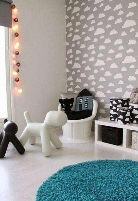 1. O papel de parede para quarto de bebê pode criar um ambiente lindo e lúdico