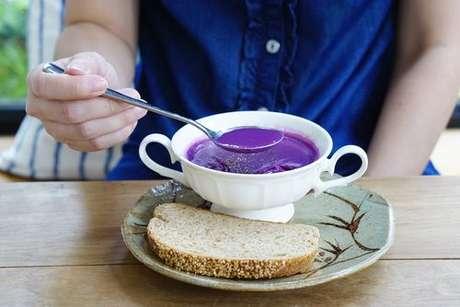 Receita de sopa de batata-doce roxa