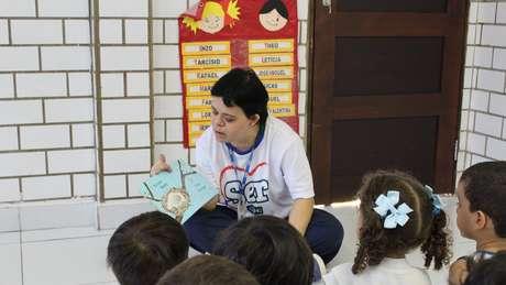 Débora Seabra atua como auxiliar de desenvolvimento infantil há 13 anos em uma escola privada de Natal: 'Porque as crianças nos dão alegria'