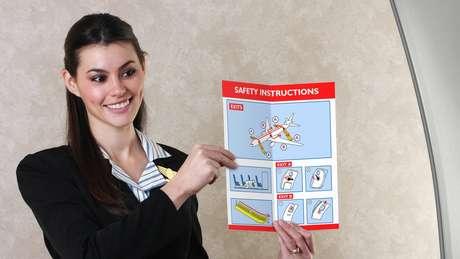 É importante se familiarizar com procedimentos de segurança da aeronave