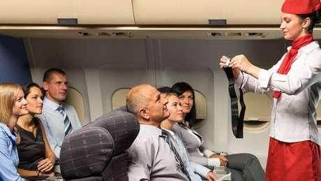 Pouca gente presta atenção às orientações dadas pelos comissários de bordo