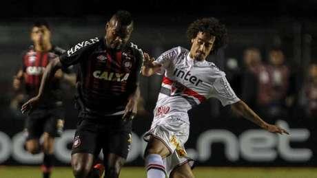 São Paulo abre 2 a 0, mas vê Atlético-PR buscar o empate e a vaga na próxima fase (Foto: MIGUEL SCHINCARIOL)