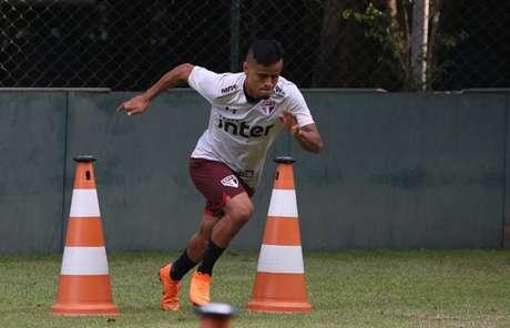 O atacante Everton começou a treinar no CT da Barra Funda na última quarta-feira (Rubens Chiri/saopaulofc.net)